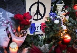 Parigi_Attentati_FioriLuminiR439_thumb400x275