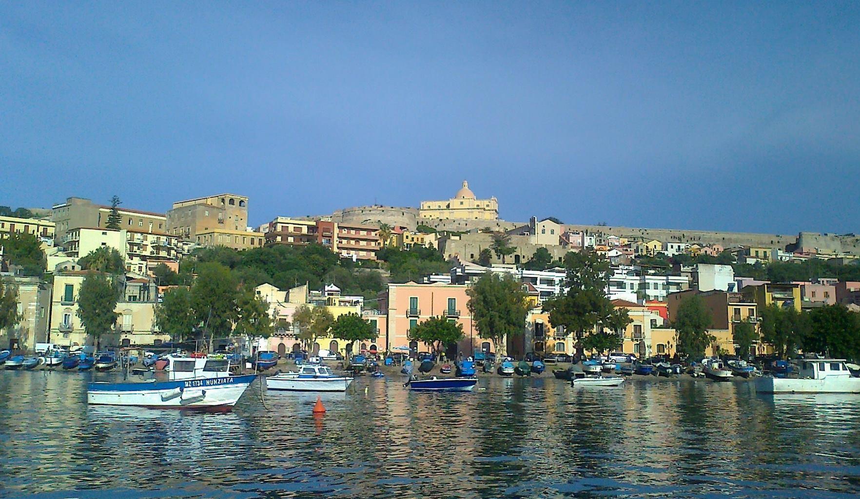 Il destino del porto di milazzo terminal milazzo for Papino arredi catania